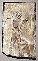 Periodo achemenide, rilievo con attendente che porta una vescica pienda di vino, da persepoli, 480 ac ca. 01.jpg