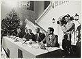 Persconferentie in het Gemeentehuis i.v.m. de ontvoering van Gerrit Jan Heijn. V.l.n.r. mr.Th.Bot, officier van justitie, A. Brinkman, korpschef van de Bloemendaalse gemeentepolitie, R. Zwa, NL-HlmNHA 54020760.JPG