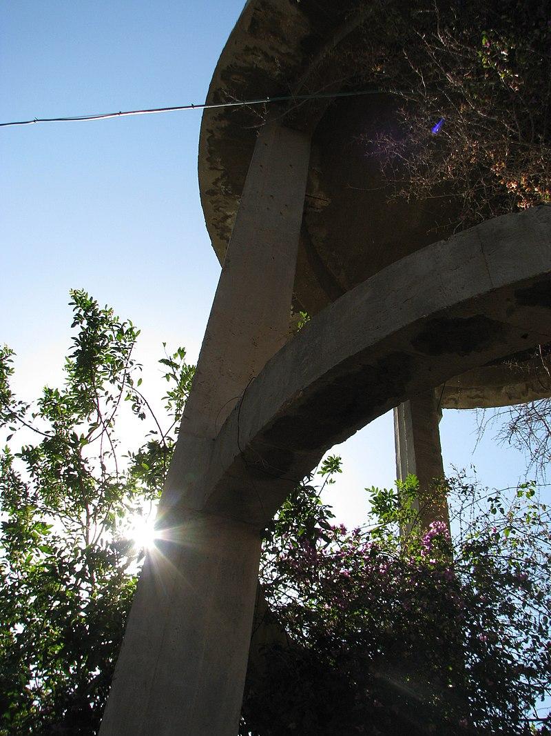 מגדל המים בפאתי מה שהיום הוא מושב אביחיל