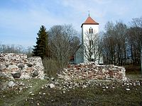 Piltenes pilsdrupas un baznīca.jpg