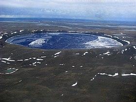 cratère  280px-Pingualuit_Crater_LK