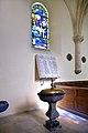 Plaque commémorative 14-18 et fonts baptismaux de l'église Saint-Martin de Brévands.jpg