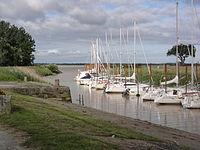 Plassac (Gironde) port sur la Gironde.JPG