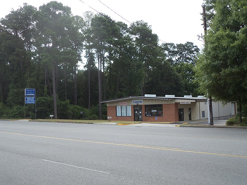 File:Pleats and Creases Cleaners, Northside Dr, Valdosta.JPG
