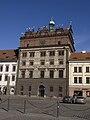 Plzeň, náměstí Republiky, radnice, zleva.jpg