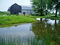 Pond with barn and house view - panoramio.jpg