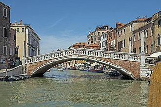 The Amazing Race 4 - The Ponte delle Guglie in Venice was the starting point of this leg's Detour.