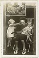 Portret van Juliana, koningin der Nederlanden, Beatrix, koningin der Nederlanden, en Irene, prinses der Nederlanden, RP-F-00-7541.jpg