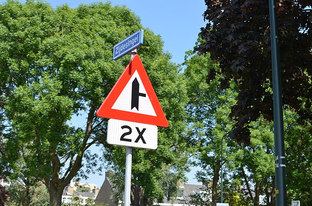 Около 600 тысяч, или 20% от общего количества дорожных знаков на дорогах Нидерландов, являются лишними