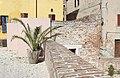 Proseguimento della cinta muraria del giardino Martiniano.jpg