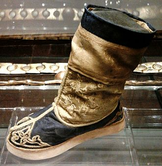 Chinese clothing - Image: Qing Dynasty Shoe of Queen Marysieńka 01