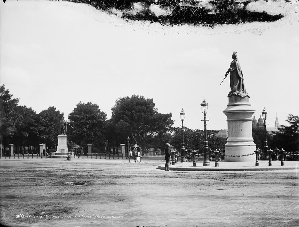 Queens Statue, entrance to Hyde Park, Sydney from The Powerhouse Museum Collection