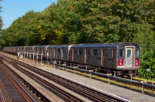 A 5 train leaving the Baychester Avenue station in the Bronx