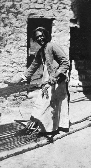 History of the Jews in Iraq - Jewish weaver in Ramadi, Iraq, 1918