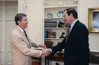 Richard Shelby - Shelby greeting President Ronald Reagan in 1988