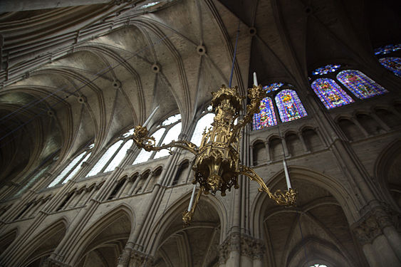 Reims Notre Dame window difference.jpg