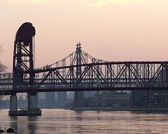 Roosevelt Island Bridge - Image: Roosevelt Island Bridge East