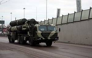 S-400 Triumf SAM - rehearsal for 2009 VD parade in Moscow -04.jpg