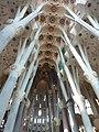 Sagrada Familia techo Nave central 63 metros de alto de Gaudi - panoramio.jpg