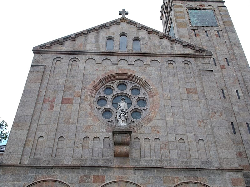 File:Saint Vincent de Paul church (1936). Facade. - Budapest.JPG