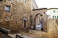 San quirico d'orcia, horti leonini, ingresso e mura 06.jpg