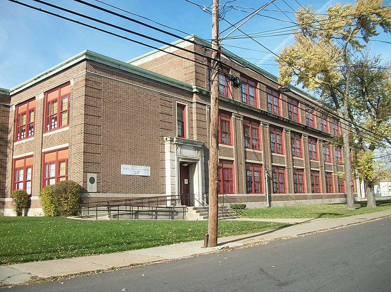 http://upload.wikimedia.org/wikipedia/commons/thumb/7/7f/School71BuffaloNY.JPG/800px-School71BuffaloNY.JPG