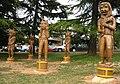 Skulpure halubajskih zvoncara hrastovina Viskovo 160309.jpg