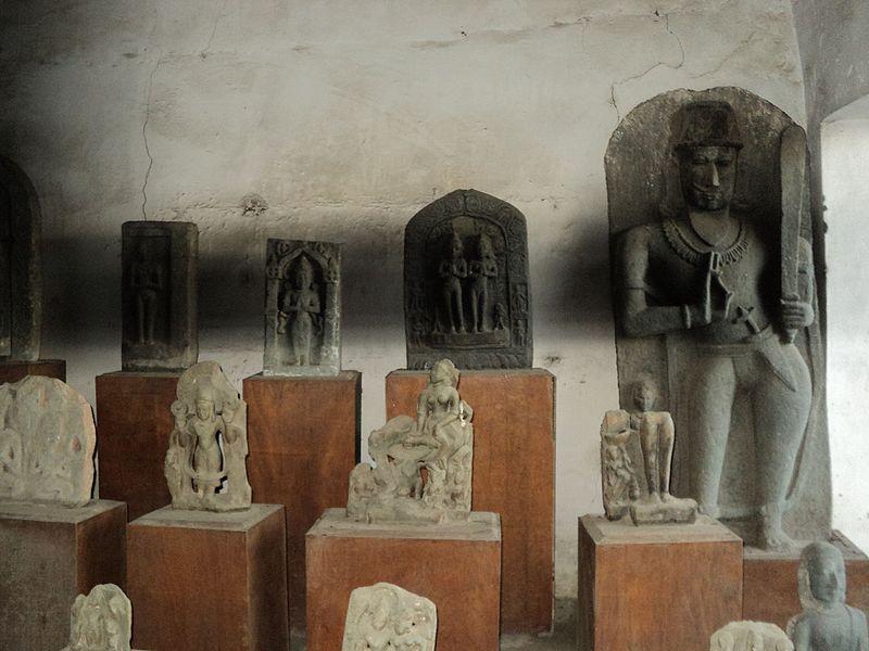 File:Small Musium at Patal Bhuvneshwar.jpg