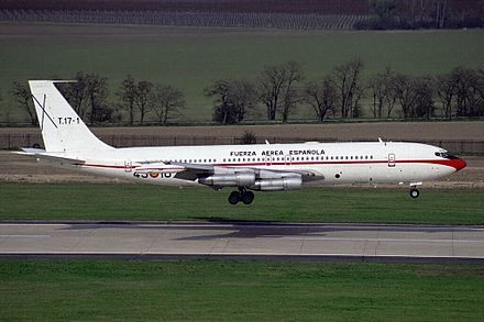 Boeing 707 used a HF antenna mounted on top of the tail fin SpAF Boeing 707-331B(KC).jpg