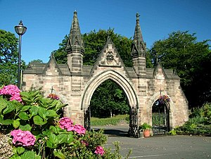 English: Stapenhill Cemetery Gate, near to Win...