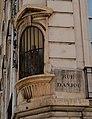 Statue de la Vierge à l'enfant, rue Édouard-Charton, rue d'Anjou, Versailles.jpg