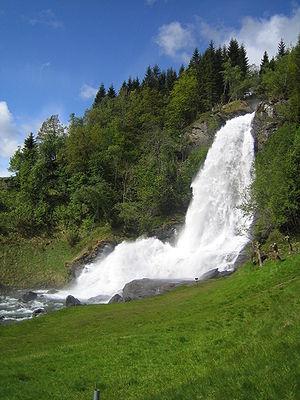 Kvam - View of the Steinsdalsfossen waterfall