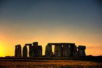 Stonehenge in HDR 01.jpg
