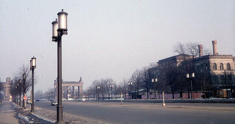 File:Straße.des.17.Juni.jpg