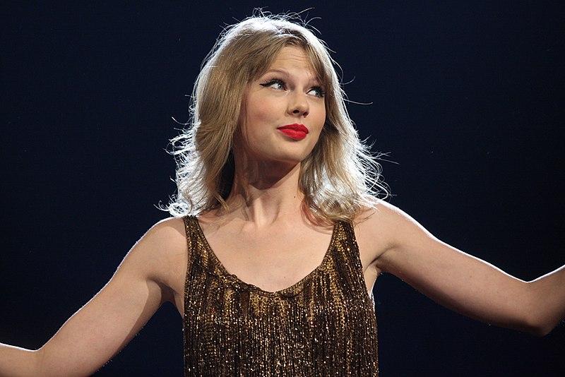 File:Taylor Swift (6966830273).jpg