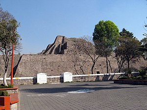 Tenayuca - Image: Tenayuca Pyramid North