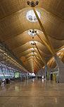 Terminal 4 del aeropuerto de Madrid-Barajas, España, 2013-01-09, DD 04.jpg