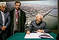 The Vice President, Shri M. Hamid Ansari signing the visitor's book, at the Warsaw Uprising Museum, in Warsaw, Poland on April 28, 2017.jpg