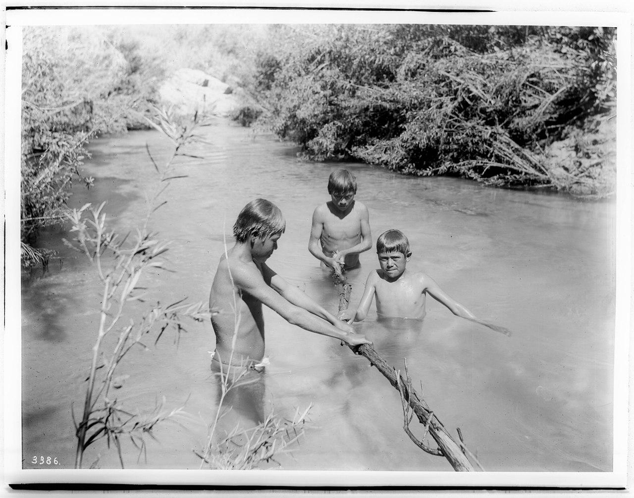 indian boys swim nude