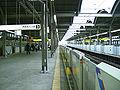 Toei-I25-Takashimadaira-station-platform.jpg