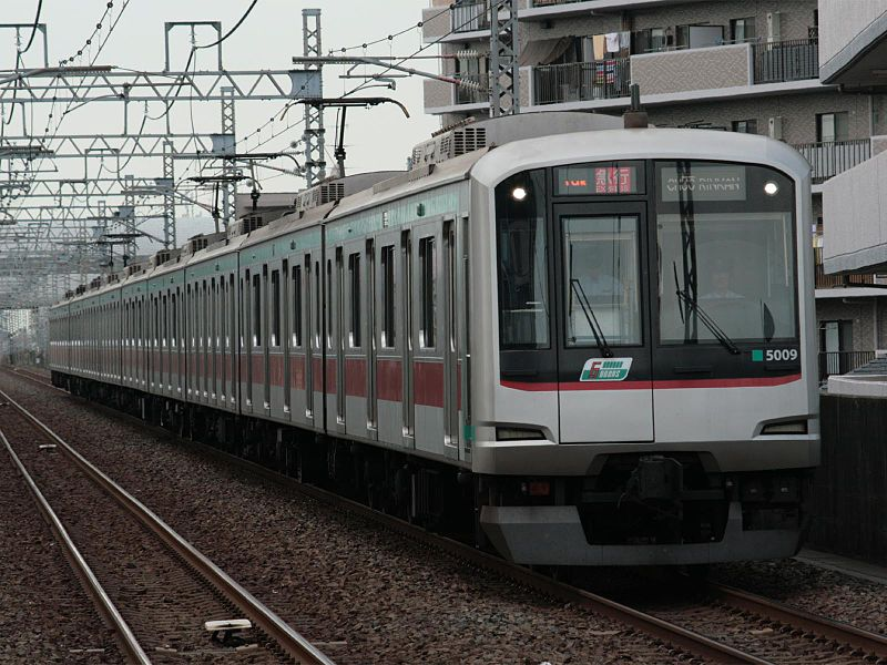 File:Tokyu Corporation 5000 Series on Den-en-toshi Line.jpg