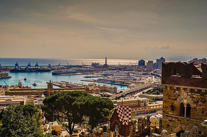 Torre della Lanterna e il porto di Genova vista dal Castello d'Albertis.jpg
