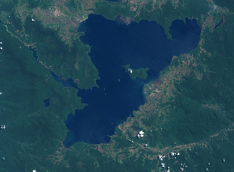 Danau Towuti merupakan danau terbesar kedua di Indonesia