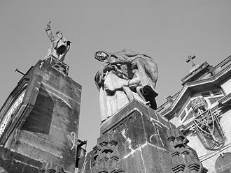 University of Santo Tomas Main Building - Sculptures that adorns the rooftop of UST Main Building