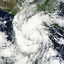 L'immagine satellitare di Carlotta ha sviluppato un nuvoloso denso centrale irregolare, con una vasta area di temporali e nuvole.