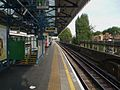 Turnham Green stn westbound District look east.JPG