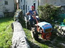 File:Two-wheel tractor in Italy Stavoli 2008 1004.ogv