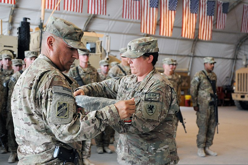 File:U S  Army Capt  Melody Taylor, right foreground, and