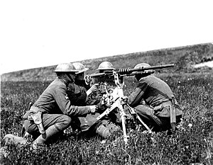 Hotchkiss M1914 machine gun - U.S. Army soldiers operating the M1914 Hotchkiss gun in France, 1918.