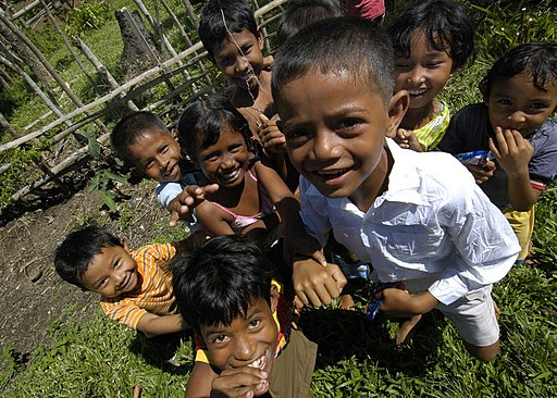 US Navy 050115-N-9951E-143 Children smile and gather for a group photo in the town of Lamno, Sumatra